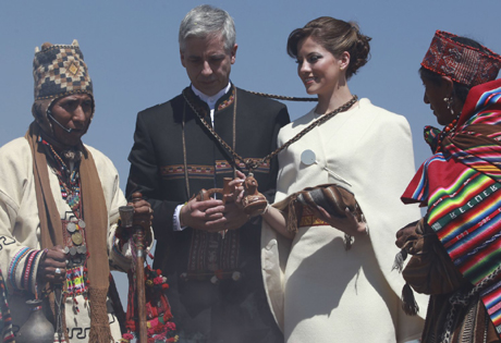 Bolivia's VP and journalist marry in Aymara rites